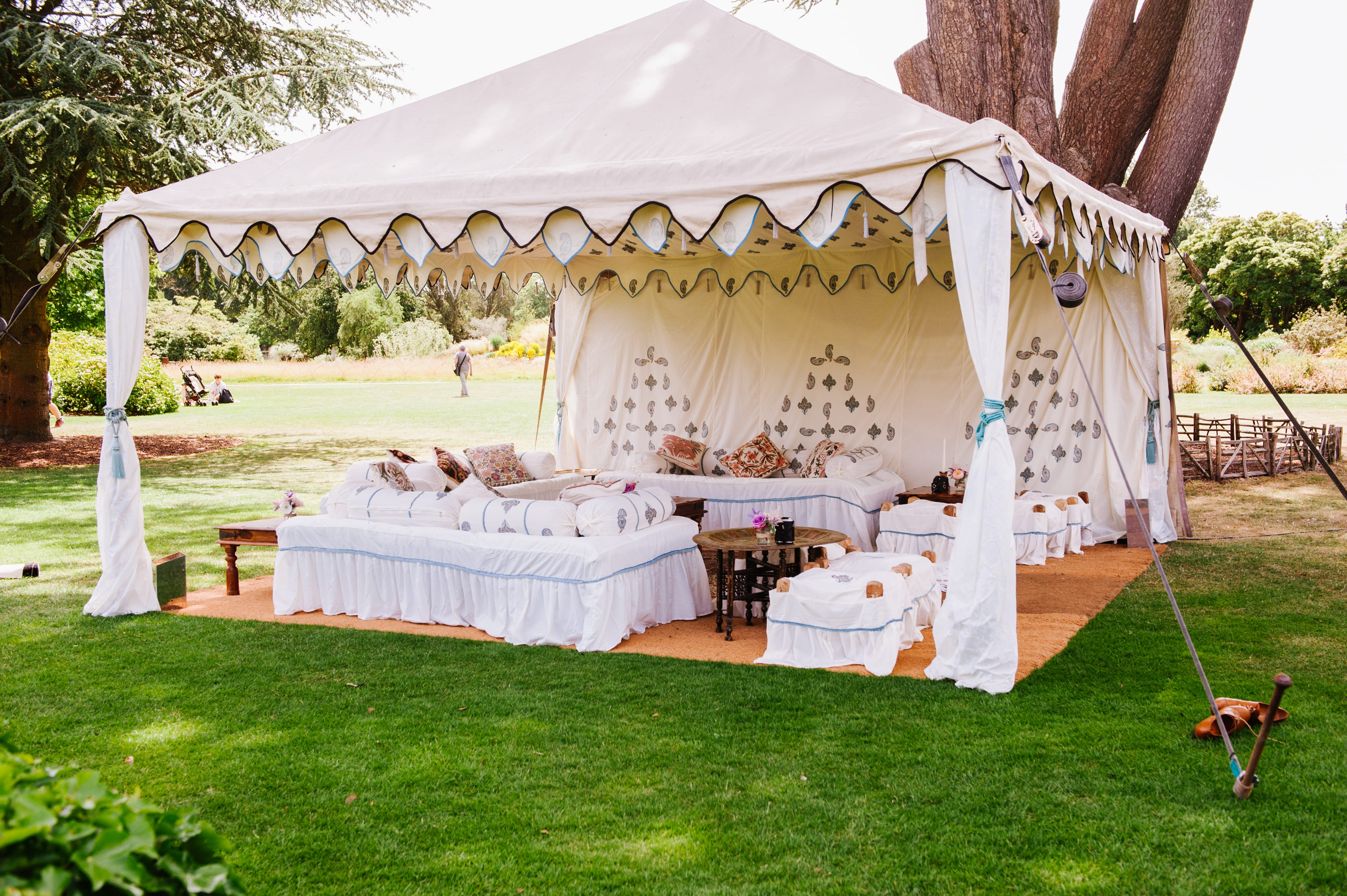Garden marquee hire for garden parties across the uk for Arabian tent decoration
